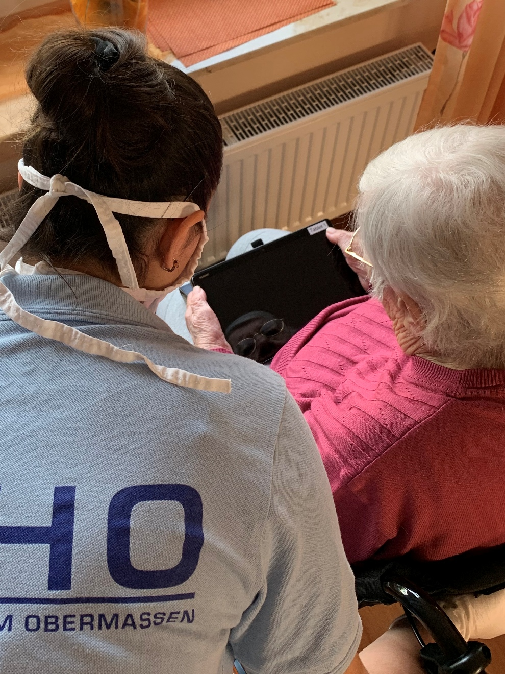 Tablet-Spende freut Senioren